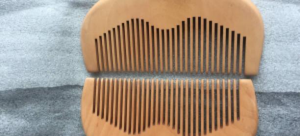 Peine de barba de madera
